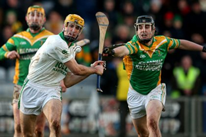 Kilcormac&#39;s Cillian Kiely prevents Colin Fennelly of Ballyhale scoring a late point<br />&#169;INPHO