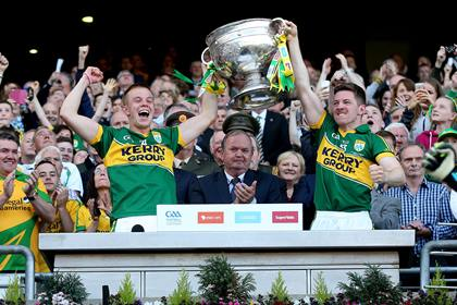 Kerry&#39;s Fionn Fitzgerald and Kieran O&#39;Leary lift the Sam Maguire trophy<br />&#169;INPHO