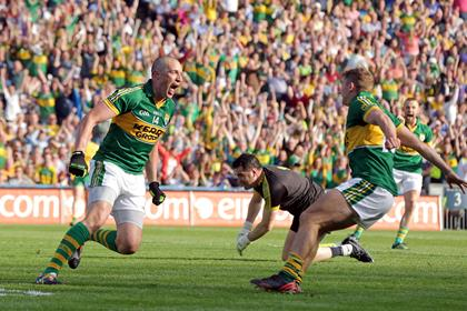 Kerry&#39;s Kieran Donaghy celebrates scoring a goal with James O&#39;Donoghue.<br />&#169;INPHO