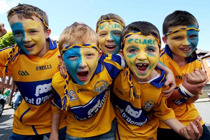 Come on Clare! Young Clare fans before the All-Ireland SHC semi-final.<br />&#169;INPHO/Ryan Byrne.