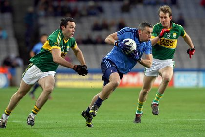 Dublin&#39;s Alan Brogan with Brian McGuire and Donnchadh Walsh of Kerry<br />&#169;INPHO/Donall Farmer