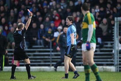 Referee Eddie Kinsella shows Michael Fitzsimons of Dublin a red card<br />&#169;INPHO