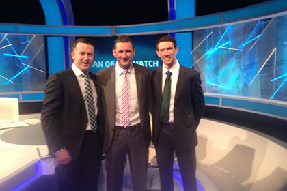 Brendan Cummins (@BrenCummins1): Spot the happy Tipp man...!! With @DonalOgC and Seamus Hickey on @TheSundayGame.