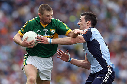 Tomas O'Se of Kerry with Michael Darragh McAuley of Dublin. INPHO