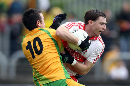 Donegal's David Walsh with Gerard O'Kane of Derry. INPHO