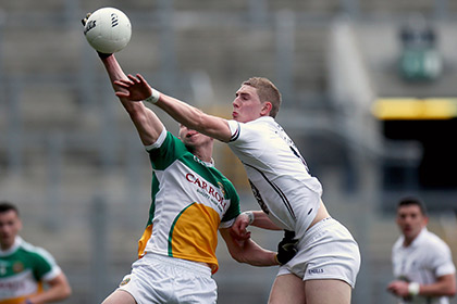 Offaly's Johnny Brickland and Daniel Flynn of Kildare. INPHO