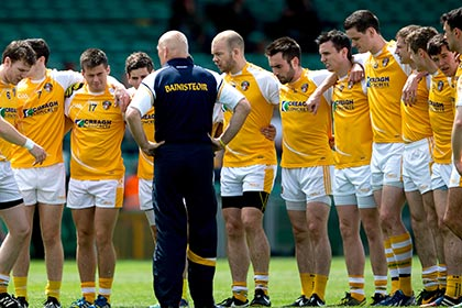 Antrim's manager Liam Bradley speaks to his team before the game. INPHO