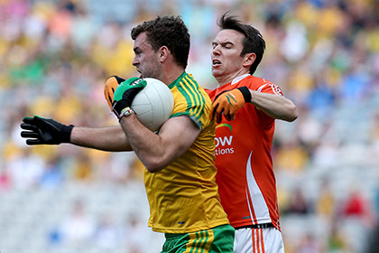 Eamonn McGee of Donegal with Tony Kernan of Armagh. INPHO