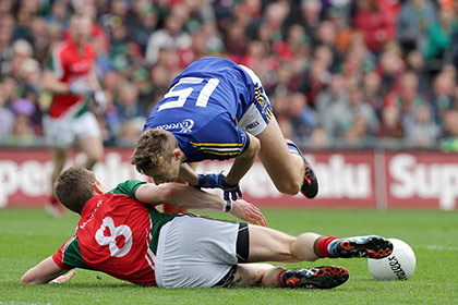 Kerry's James O'Donoghue with Donal Vaughan of Mayo. INPHO