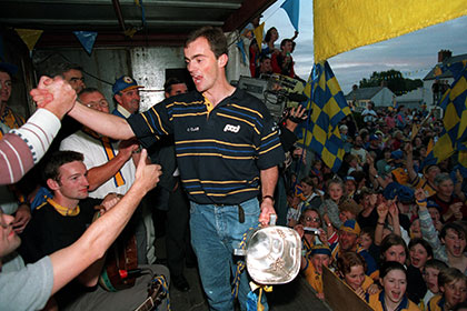 Anthony Daly and The Liam McCarthy Cup arrive in Clare in 1995. INPHO