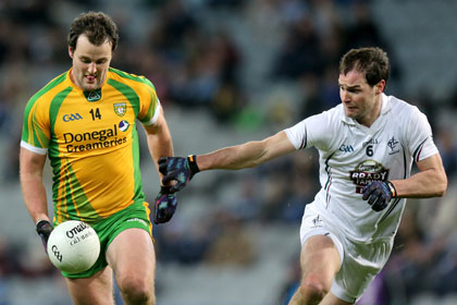 Kildare's Michael Foley and Michael Murphy of Donegal. INPHO