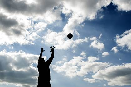 A general view of a player reaching for a high ball during the pre-match warm up. <br />&#169;INPHO/Tommy Grealy.