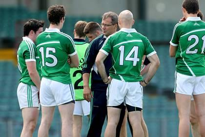 Limerick&#39;s manager John Brudair speaks to his team.<br />&#169;INPHO/James Crombie.