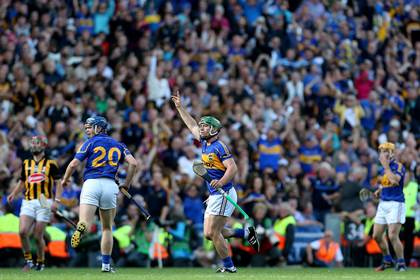 Tipperary&#39;s John O&#39;Dwyer signals for a point from his free in injury time.<br />&#169;INPHO/Ryan Byrne.
