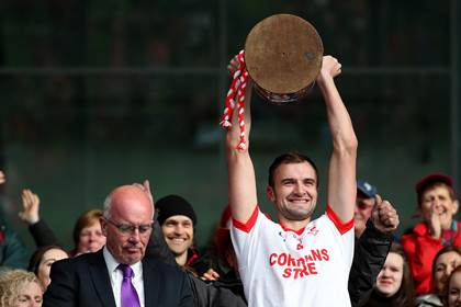 Ballintubber&#39;s Jason Gibbons lifts The Moclair Cup alongside Paddy McNicholas.<br />&#169;INPHO/Ryan Byrne.