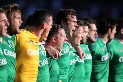 The Irish players sing the National Anthem before the game at Patersons Stadium, Perth.<br />&#169;INPHO/Cathal Noonan.