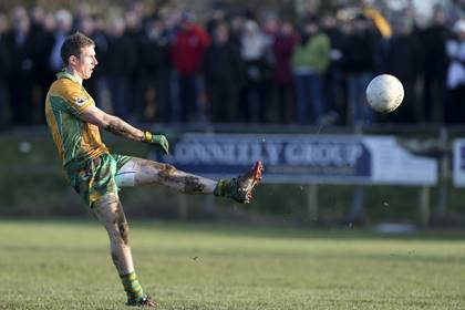 Corofin&#39;s Gary Sice scores a point.<br />&#169;INPHO/Gerry McManus.