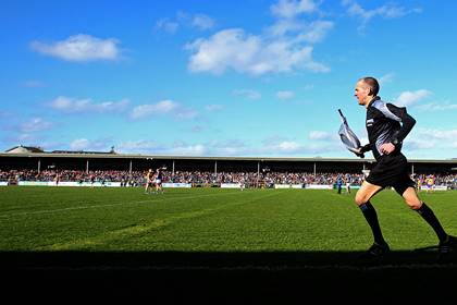 Official Cathal McAllister runs the line for Clare and Tipperary at Cusack Park.<br />&#169;INPHO/Donall Farmer.