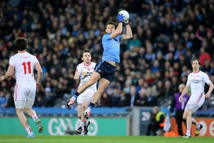 Dublin&#39;s Paul Flynn catches a high ball.<br />&#169;INPHO/Cathal Noonan.