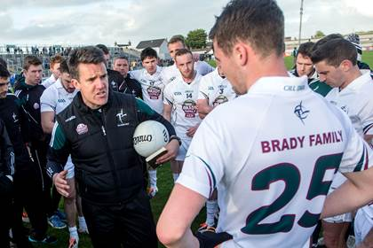 Kildare manager Jason Ryan speaks to his team after the Leinster SFC quarter-final against Laois at O&#39;Connor Park, Tullamore.<br />&#169;INPHO/James Crombie.