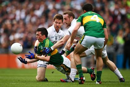 Kerry&#39;s Paul Murphy is tackled by Eoghan O&#39;Flaherty and Alan Smith of Kildare during the All-Ireland SFC quarter-final.<br />&#169;INPHO/Cathal Noonan.