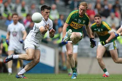 Kerry&#39;s Colm Cooper gives a kick pass during the All-Ireland SFC quarter-final versus Kildare.<br />&#169;INPHO/Donall Farmer.