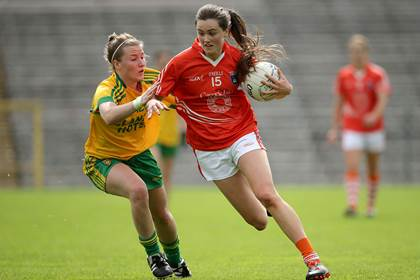 Donegal&#39;s Niamh McLaughlin with Aimee Mackin of Armagh.<br />&#169;INPHO/Morgan Treacy.