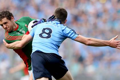 Dublin&#39;s Brian Fenton and Tom Parsons of Mayo.<br />&#169;INPHO/James Crombie.