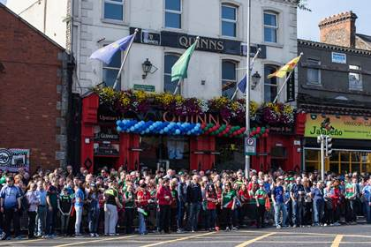 Dublin and Mayo fans outside Quinns before the All-Ireland SFC semi-final replay.<br />&#169;INPHO/James Crombie.