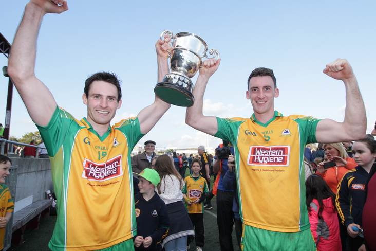 Corofin&#39;s Kieron Molloy and Ciaran McGrath celebrate with the Galway SFC silverware.<br />&#169;INPHO/Mike Shaughnessy.