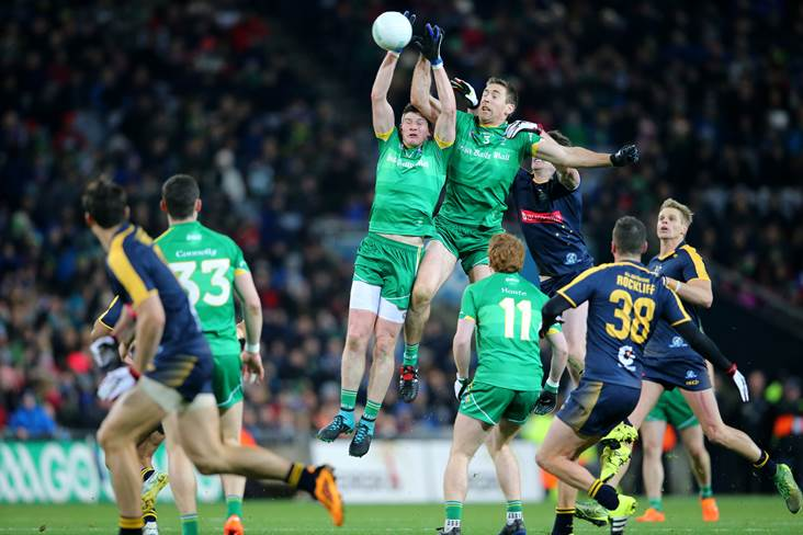 Ireland&#39;s Darren Hughes and Gary Brennan field a high ball.<br />&#169;INPHO/Cathal Noonan.