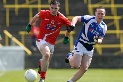 Louth&#39;s Derek Maguire and Peter O&#39;Leary of Laois race for possession.<br />&#169;INPHO/Colm O&#39;Neill.