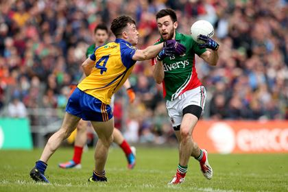 Roscommon&#39;s Neil Collins and Kevin McLoughlin of Mayo<br />&#169;INPHO