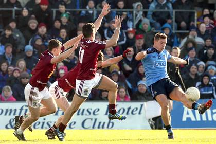 Dublin&#39;s Paul Flynn gets his kick way against Westmeath at Cusack Park.<br />&#169;INPHO/Donall Farmer.