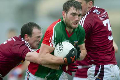 Mayo&#39;s Aidan O&#39;Shea is tackled by John Gilligan and Kieran Gavin (3) of Westmeath.<br />&#169;INPHO/Mike Shaughnessy.