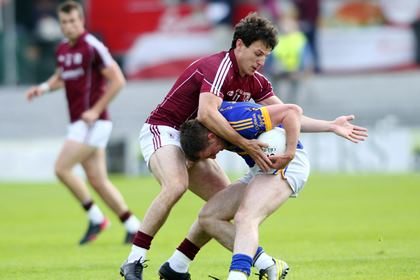 Galway&#39;s Sean Armstrong and Peter Acheson of Tipperary.<br />&#169;INPHO/Mike Shaughnessy.